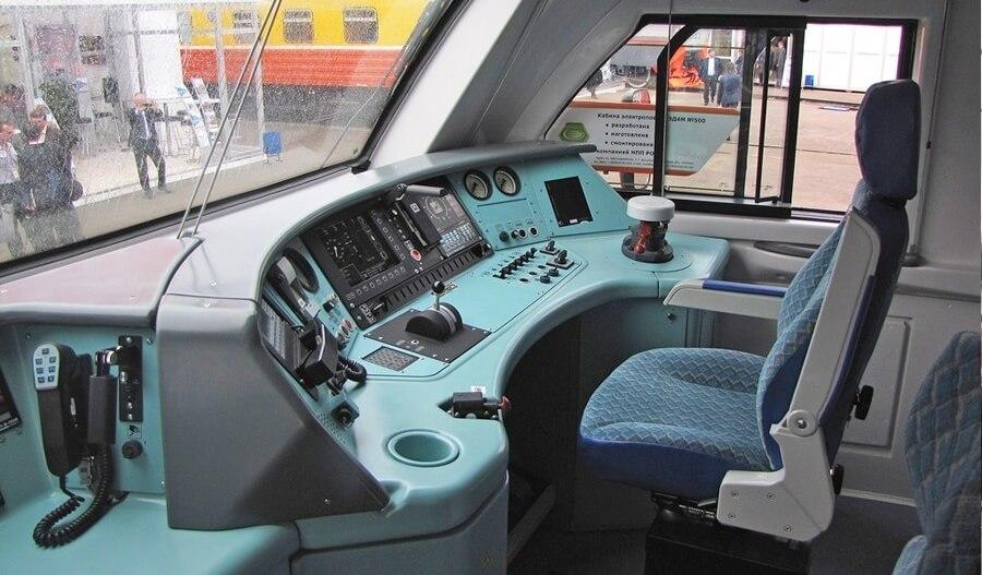 Кабина управления электропоезда ЭД4М