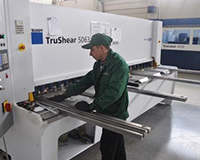 Straightforward cutting of sheet metal blanks